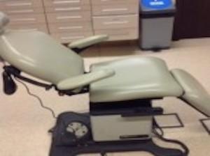 Rafiki África dona un sillón de dentista a Sembabule